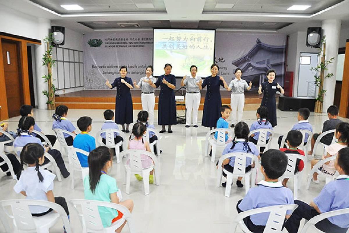 Membangun Sikap Anak di Kelas Budi Pekerti