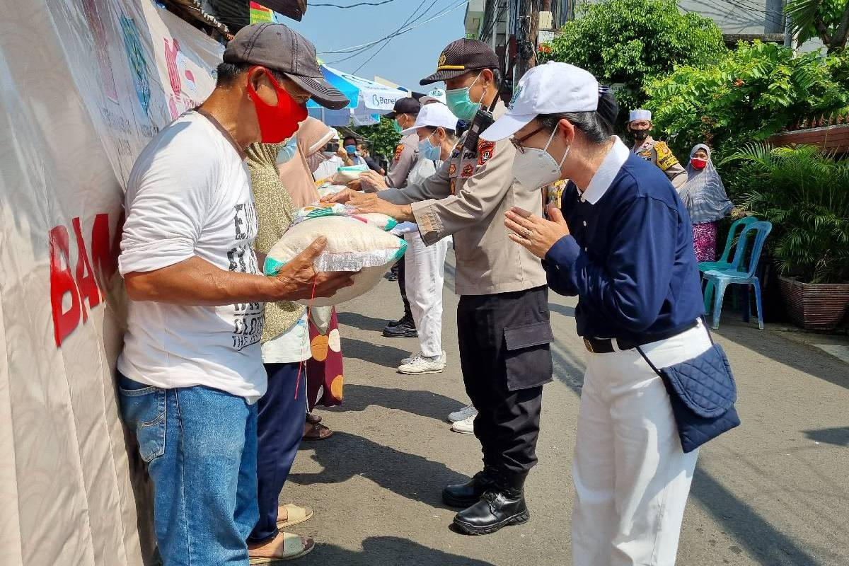 Bantuan Sosial Peduli Covid-19 di Kelurahan Slipi