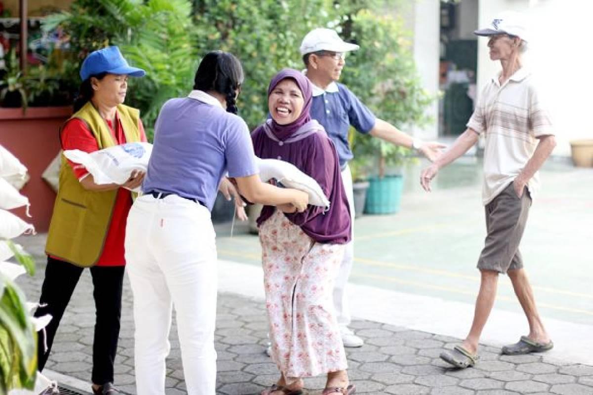 Pembagian Beras di Tanjung Priok: Membantu Sesama Tanpa Sekat dan Pembeda