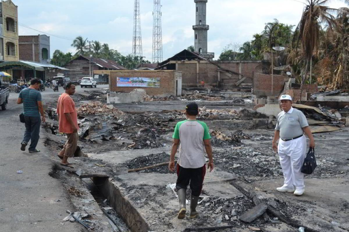 Uluran Tangan bagi Korban Kebakaran di Simpang Keuramat, Aceh Utara