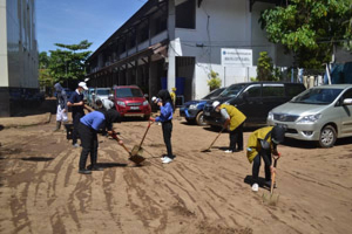 Banjir Manado: Prajurit Semut yang Penuh Semangat