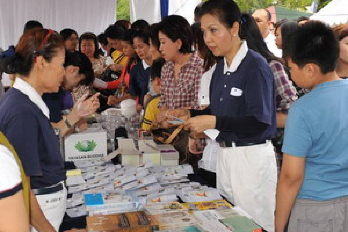 Bazar Amal untuk Padang