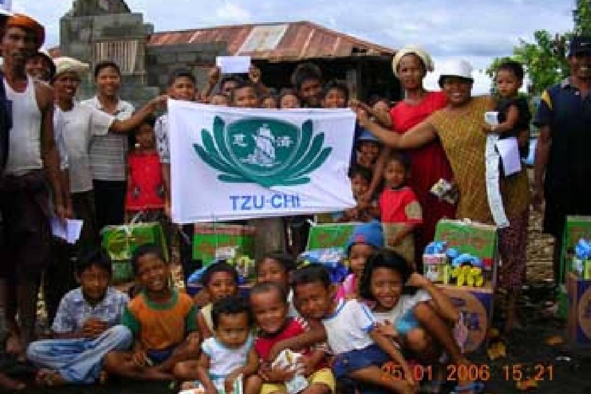 Bantuan tanah longsor dan air bah di Buleleng