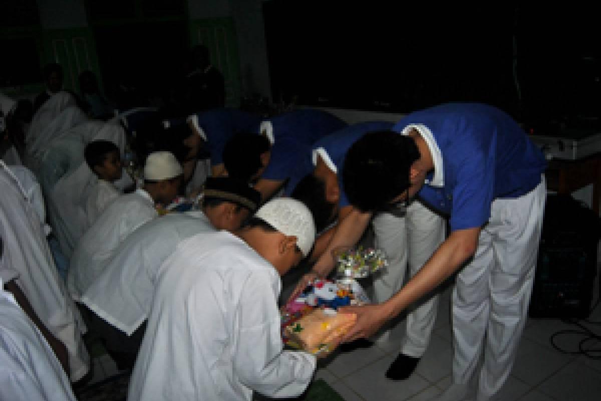 Berbuka Puasa Bersama Santri Pondok Pesantren Ibnu Taimiyah